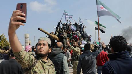 المبعوث السوري الذي اعترف بالكذب على ترامب بشأن مستويات القوات يدافع الآن عن سياسته في الشرق الأوسط ، يقول إن على بايدن الاحتفاظ بها