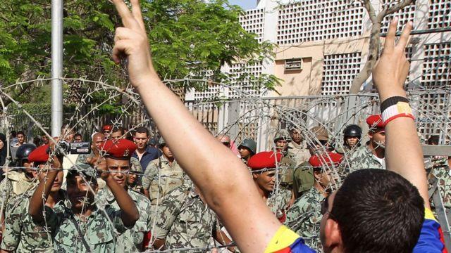"""الشاهد و""""الشهيد"""" والمجرم: كيف قدمت السينما ثورة 25 يناير في مصر؟ - BBC News عربي"""