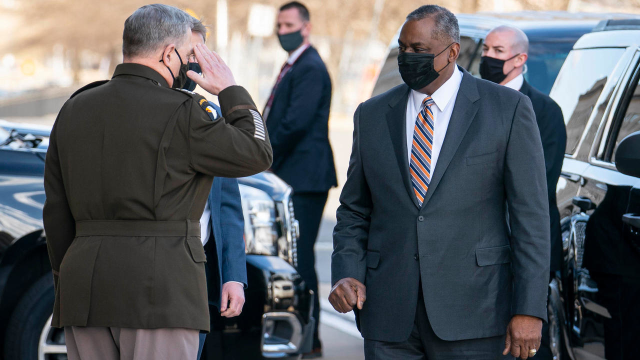 الجنرال المتقاعد لويد أوستن يدخل التاريخ بعد تعيينه أول وزير دفاع أمريكي من أصول أفريقية