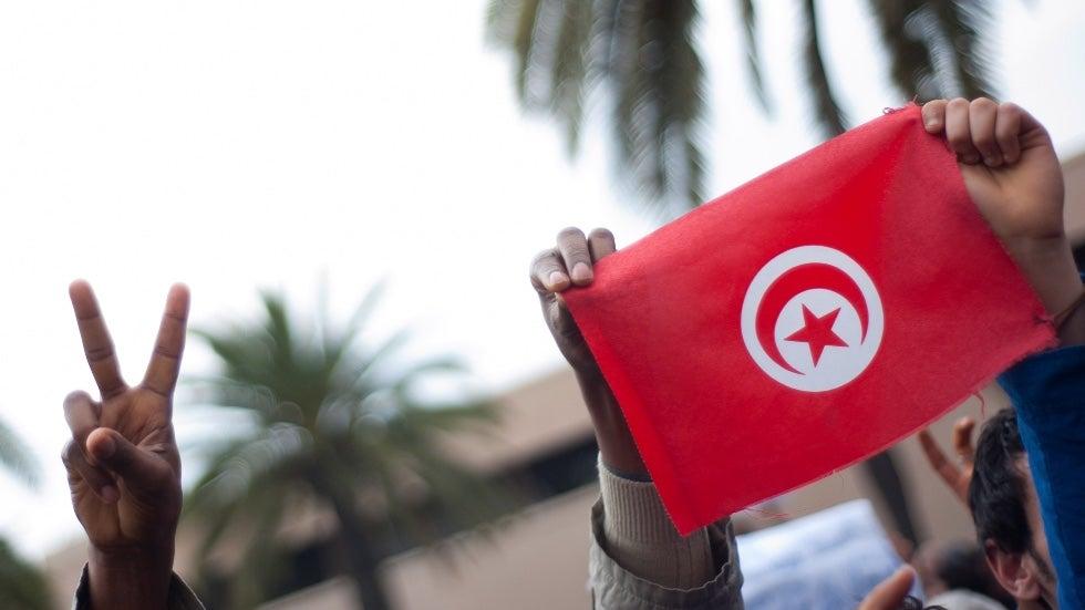 ديمقراطية هشة في تونس