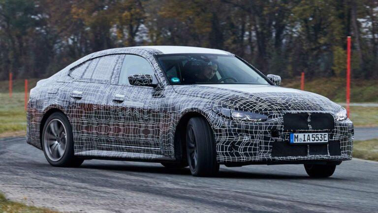 سيارة BMW i4 تبعث على السعادة مع الانجرافات الكهربائية في فيديو جديد