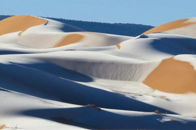 انفجار جليدي في الصحراء الكبرى حيث غطت الثلوج أجزاء من السعودية
