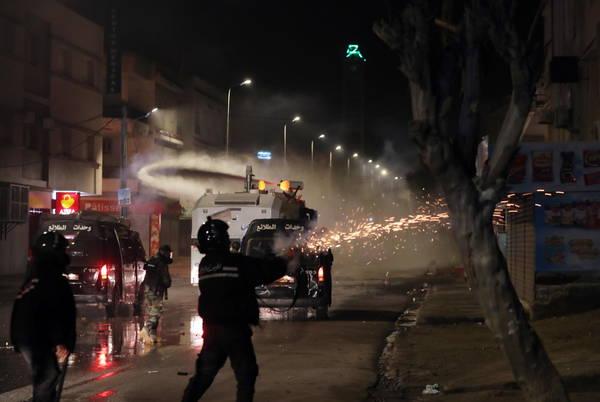 تونس تشهد ليلة رابعة أعمال شغب في عدة مدن - أخبار عامة - أنسامد