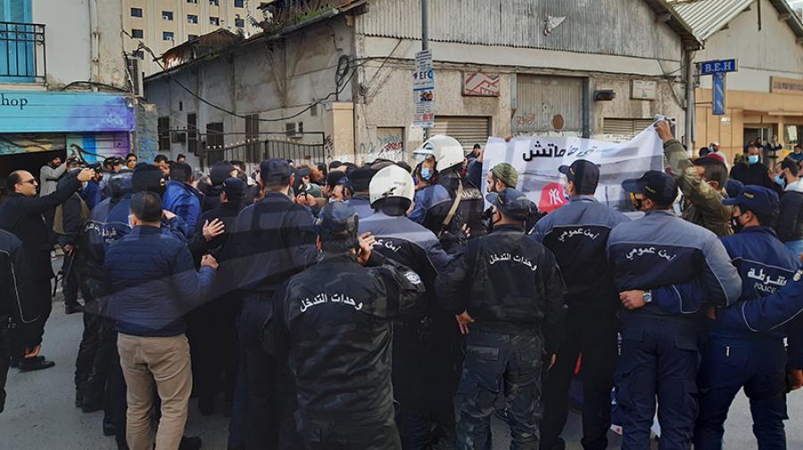 الأمن يمنع مسيرة جرحى الثورة في العاصمة