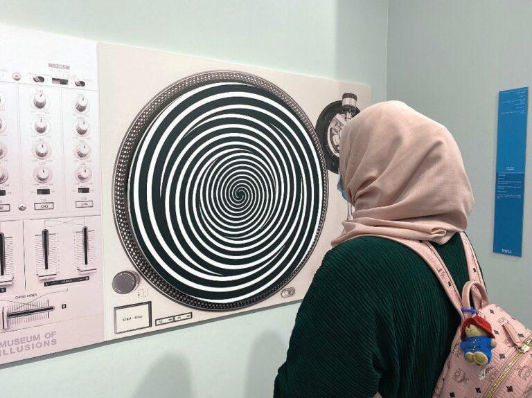 متحف الأوهام يجعل السعوديين مقلوبين رأساً على عقب
