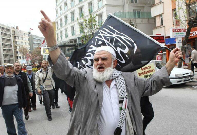 بعد سبع سنوات من سقوط مرسي ، ما زالت جماعة الإخوان في مصر في حالة انهيار وخروج |  |  AW