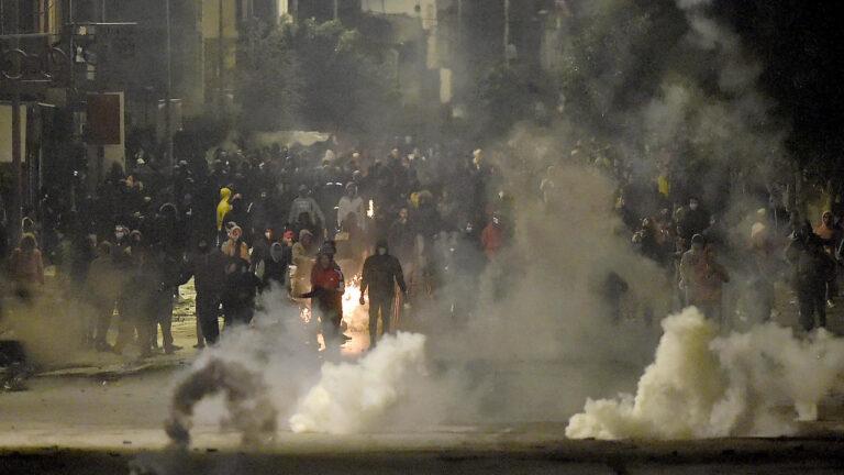 تونس تهزها الليلة الرابعة لأعمال الشغب في الشوارع - RFI
