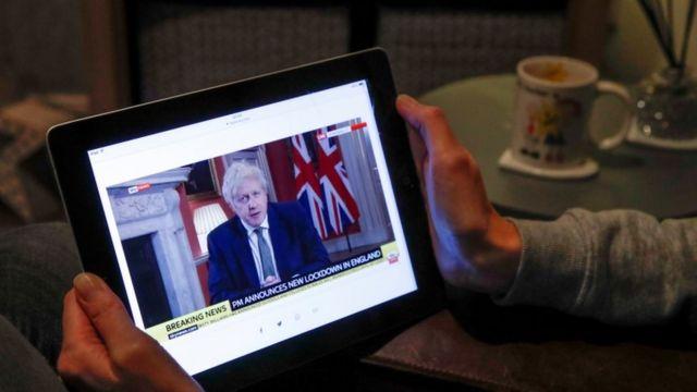 إغلاق في لندن لمواجهة الوباء وجنوب أفريقيا تبحث جدوى اللقاحات - BBC News عربي