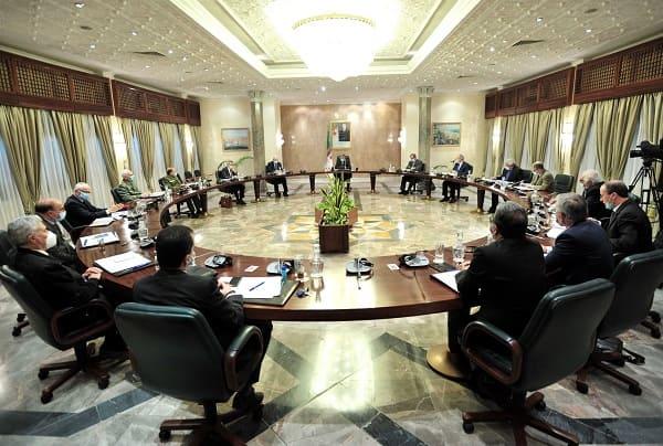اجتماع الحكومة: دراسة 4 مشاريع قرارات تنفيذية تتعلق بعدة قطاعات