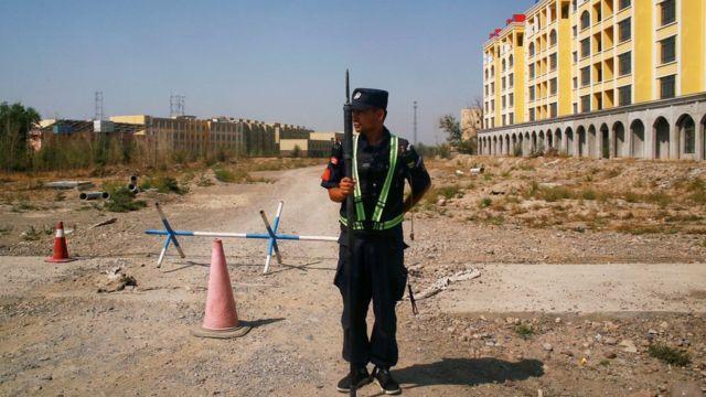 ضابط شرطة صيني
