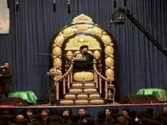 العراق: رجل دين يتحدث من منصة ذهبية بقيمة مليون دولار يثير الغضب