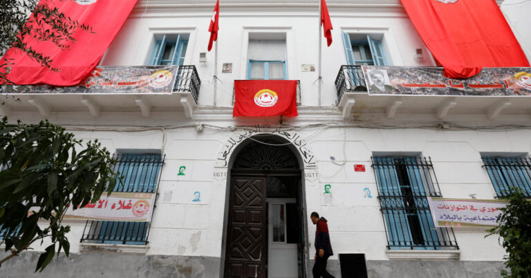 تونس: صندوق النقد الدولي يحث على السيطرة على العجز حتى مع المحتجين يطالبون بوظائف