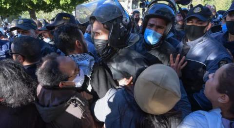 البرلمان التونسي يطرح أسئلة على الحكومة بشأن الاحتجاجات المستمرة