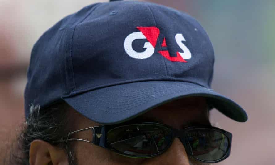 حارس أمن متعاقد مع G4S مع حكومة G4S يحافظ على النظام ويضمن السلامة في أي حدث.