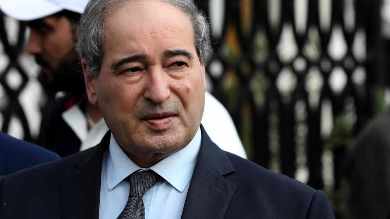 بروكسل تفرض عقوبات أوروبية على وزير الخارجية السوري الجديد فيصل المقداد