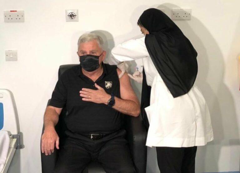السفير الأمريكي يقول إن اللقاح في السعودية آمن وفعال