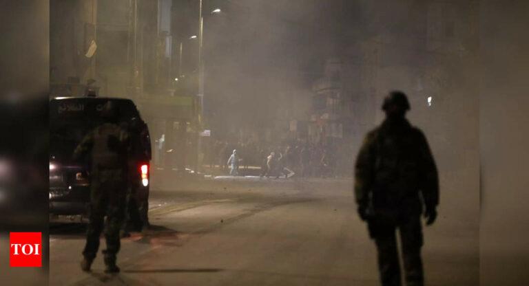 هزت تونس الليلة الرابعة لأعمال الشغب في الشوارع - تايمز أوف إنديا
