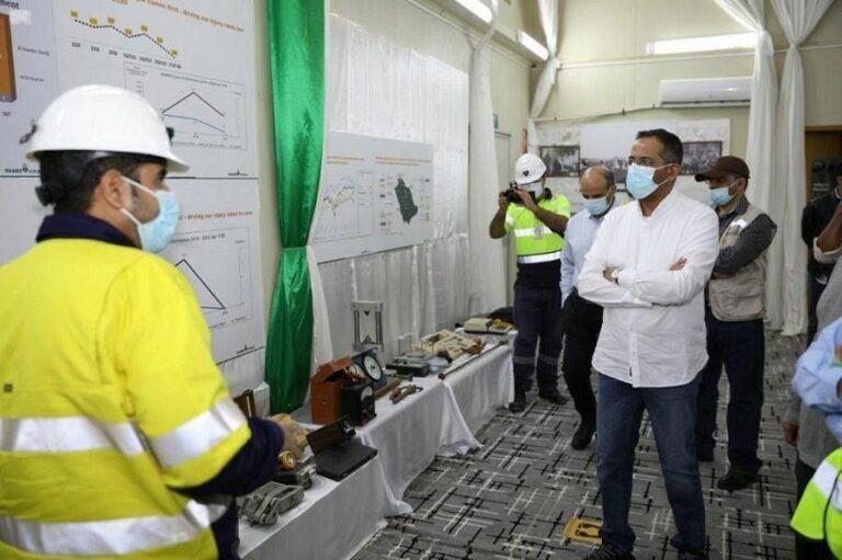 وزير الصناعة يتفقد أقدم منجم للذهب في السعودية
