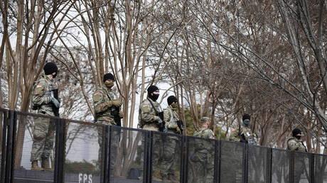 قال رئيس البنتاغون إنه لا توجد معلومات استخباراتية بشأن 'تهديد من الداخل' من 25000 جندي من نات حرس الحدود حيث يقوم الجيش ومكتب التحقيقات الفيدرالي بفتح باب التفتيش