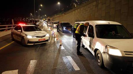 'ليست مدينة في إسرائيل دون انتهاكات': الشرطة تفكك أكثر من 100 حزب ، وتغرم 2500 في عيد البوريم