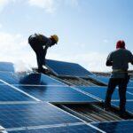 السعودية تطلق دورات تدريبية لمركبي الألواح الشمسية