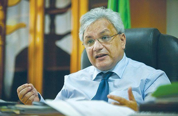 """بن أحمد: """"الإنتاج المحلي للأدوية يوفر 54٪ من احتياجات السوق الوطنية"""""""