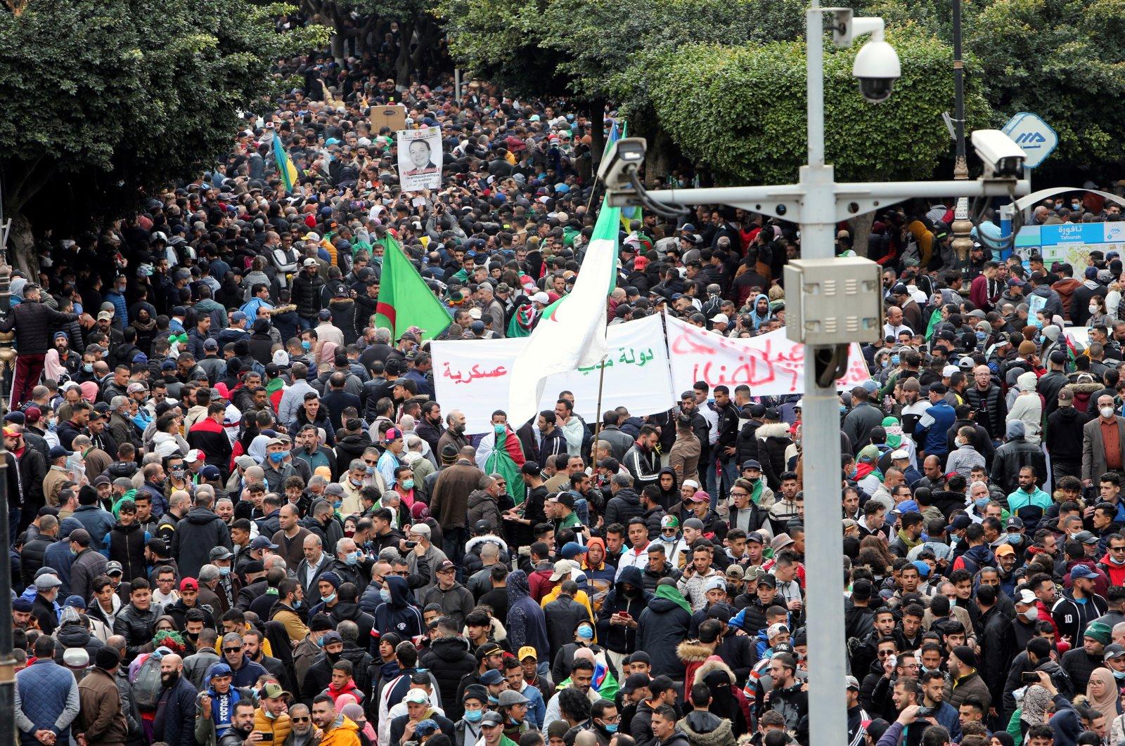 الآلاف يتظاهرون في الذكرى الثانية للحركة الاحتجاجية الجزائرية