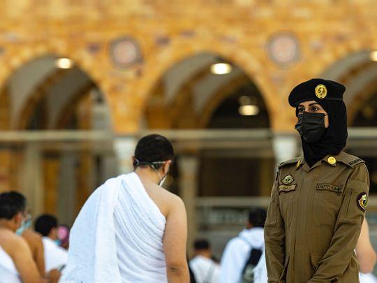 يتوجه الحجاج إلى مكة المكرمة لأداء الحج الثاني خلال جائحة COVID-19